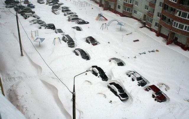 Дорожники смогут эвакуировать личный транспорт при уборке снега