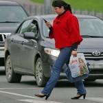 Ответственность для пешеходов с гаджетами при переходе через дорогу