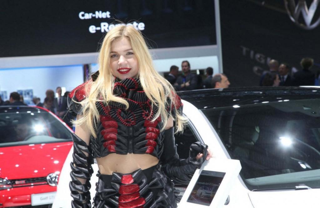 Девушки Женевского автосалона 2016 (ФОТО)