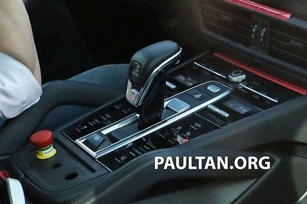 Porsche Cayenne 2017 показал свой интерьер