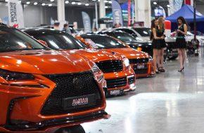 Команда Amgar подготовила к показу в «Крокус Экспо» оранжевую банду: Lexus NX300H, Infiniti FX и Opel Astra GTC. Все автомобили выполнены в едином стиле: на крутых колесах, с сумасшедшими обвесами и, конечно, в рыжем виниле.