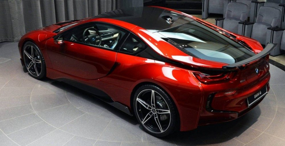 BMW i8 Lava Red или авто для принцессы Абу-даби