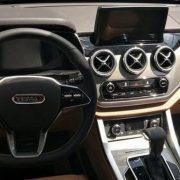 YEMA T80 похвасталась салоном Mercedes-Benz