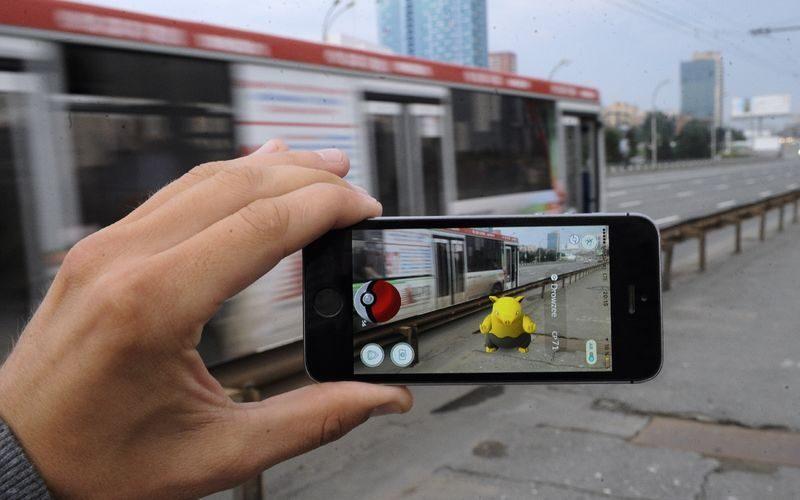 Водителя автобуса уволили с работы за ловлю покемонов