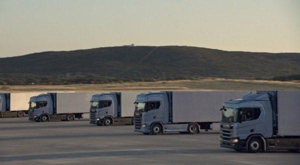 Scania создала самые больше в мире часы из грузовиков