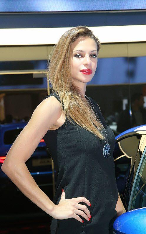 Девушки Парижского автосалона 2016. Фоторепортаж
