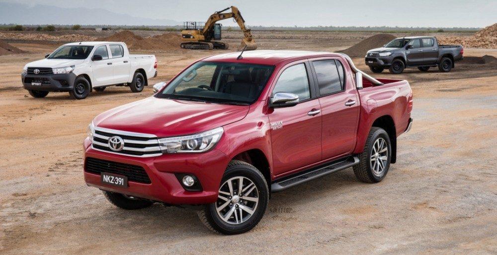 """Осторожно """"перевертыш"""": Toyota Hilux при резком маневрировании"""