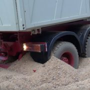 Как Mercedes-Benz из песчаного плена вызволяли…