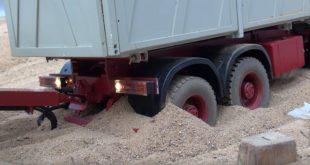 Как Mercedes-Benz из песчаного плена вызволяли...