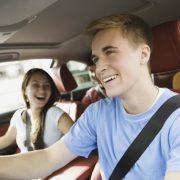 Водителям со стажем менее 2х лет ограничат скорость и запретят буксировку
