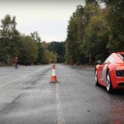 Audi R8 против модели суперкара на радиоуправлении. Видео