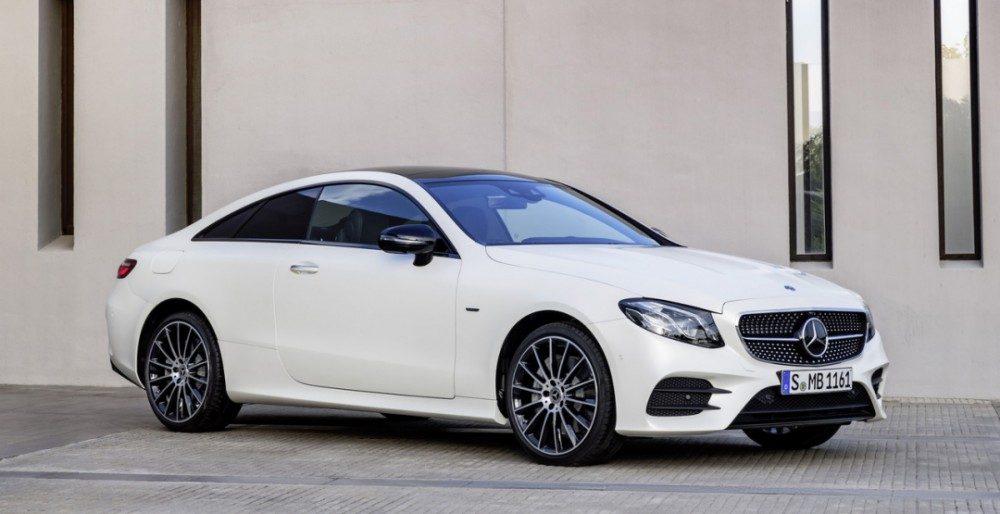 Новое купе Mercedes-Benz E-Class 2018 модельного года стало доступно по цене от € 41 220 (2 660 340 рублей), первые поставки начнутся в марте следующего года. За эти деньги покупатель получит базовый вариант E200, оборудованный 2,0-литровым 4-цилиндровым турбомотором мощностью 184 л.с. (135 кВт) и 300 Нм крутящего момента. Комплектация E300 похвастается 245-сильной (180 кВт и 370 Нм) версией этого же двигателя, а E400 получил 3,0-литровый агрегат V6, развивающий 333 л.с. (245 кВт) и 480 Нм. Дизельный вариант только один, это E220d со 194-сильным мотором, который на 50% экономичнее E200. Любители механической коробки передач разочаруются - независимо от выбора силового агрегата, все модели предлагаются исключительно с 9-ступенчатым «автоматом». Топовая версия E400 получила систему полного привода по умолчанию, все остальные комплектации - только заднеприводную компоновку. В Европе ожидается появление более мощного дизельного варианта, возможно, одновременно с появлением «заряженного» автомобиля от AMG. Предполагалось, что это будет купе AMG E63 с двигателем V8. Тем не менее, в последнее время возникли сильные подозрения в том, что подразделение работает над единственной моделью E-Class, это E50, которая будет гибридом с агрегатом V6.