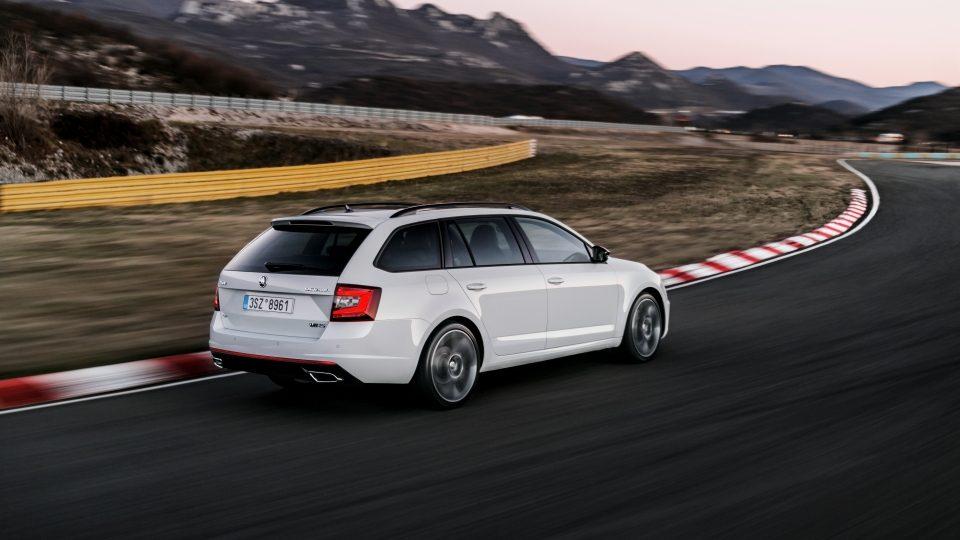 Шкода Октавия RS 2017 в новом кузове: фото, цена