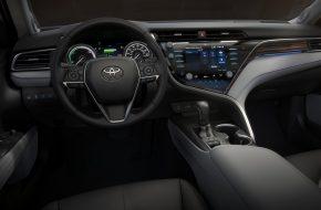 Toyota Camry 2018 (6)