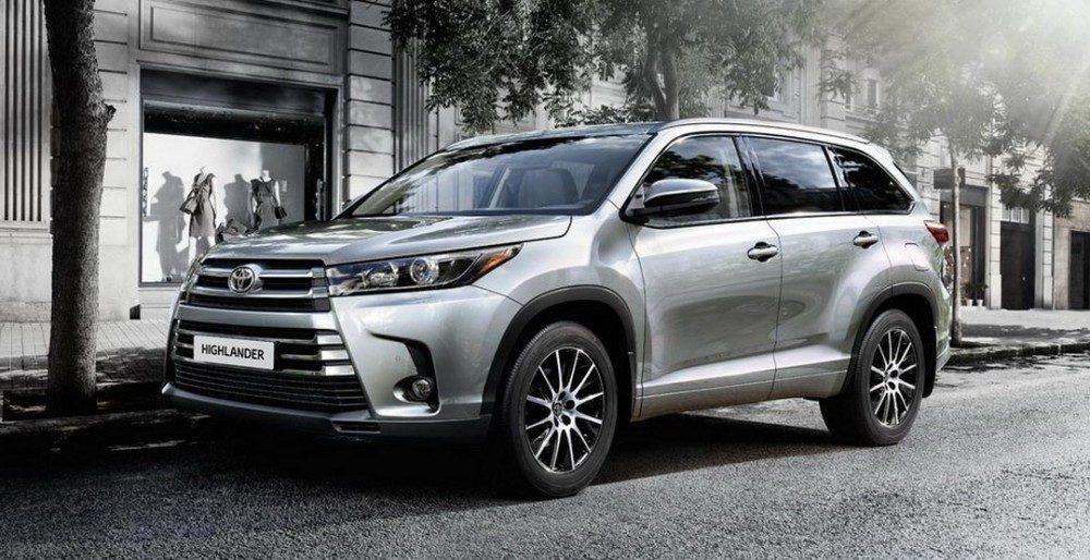 Известны цены и комплектации Toyota Highlander 2017 в России