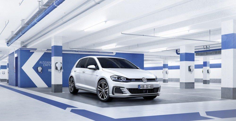 Volkswagen Golf GTE 2017: цена и комплектации