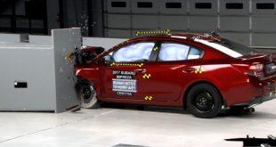 По итогам проведенных краш-тестов Страховой институт дорожной безопасности США (IIHS) присудил модели Subaru Impreza пятого поколения максимальную оценку по безопасности. Как отмечается в пресс-релизе агентства IIHS, новая модель Subaru Impreza (в кузове седан и универсал) успешно прошла все пять испытаний на прочность кузова. Максимально возможную оценку по безопасности автомобиль получил благодаря системе фронтального предупреждения и системе предотвращения столкновений. Японская новинка успешно избежала удара о препятствие в обоих тестах — на скоростях в 19 км/ч и 40 км/ч. Также по итогам тестов, специалисты IIHS на «хорошо» оценили светодиодную головную оптику нового поколения Subaru Impreza. В частности, электроника автомобиля «умеет» менять направление и плотность LED-освещения в зависимости от дорожной ситуации в режиме реального времени. Например, яркость фар модели автоматически снижается при приближении встречного транспортного средства. При этом галогенные фары, которыми, к слову, комплектуется машина в базовых комплектациях, получили оценку «посредственно». Помимо этого, представители IIHS отметили простоту установки детских кресел в салоне новой Subaru Impreza. Подводя итоги проведенных тестовых испытаний, Страховой институт дорожной безопасности США отметил, что на данный момент Subaru Impreza — это единственный автомобиль компактного класса, который получил высокие оценки по безопасности во всех без исключения испытаниях агентства. Подробнее на http://uincar.ru/news/events/31210-novaya-subaru-impreza-samaya-bezopasnaya-mashina-v-svoyom-klasse.html - актуальные автомобильные новости.