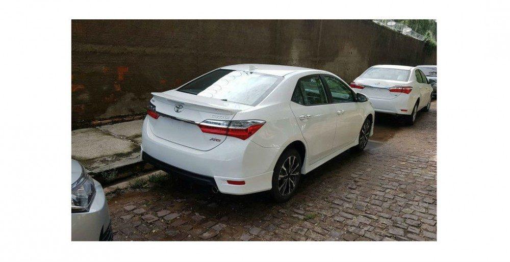 Toyota Corolla XRS - спортивная версия обновленного седана