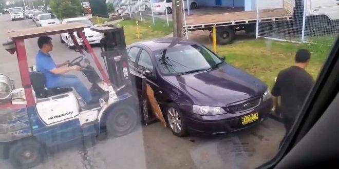 Быстрый способ убрать мешающий заезду автомобиль