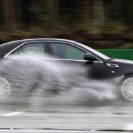 Аквапланирование автомобиля: чем опасно и что делать?