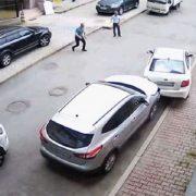 Парковка по-челябински или леди и неуправляемое авто. Видео дня