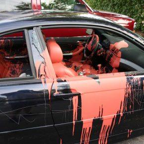 Народная мстительница, балончик с краской и Lexus