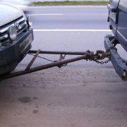 Как буксировать машину на жесткой сцепке?