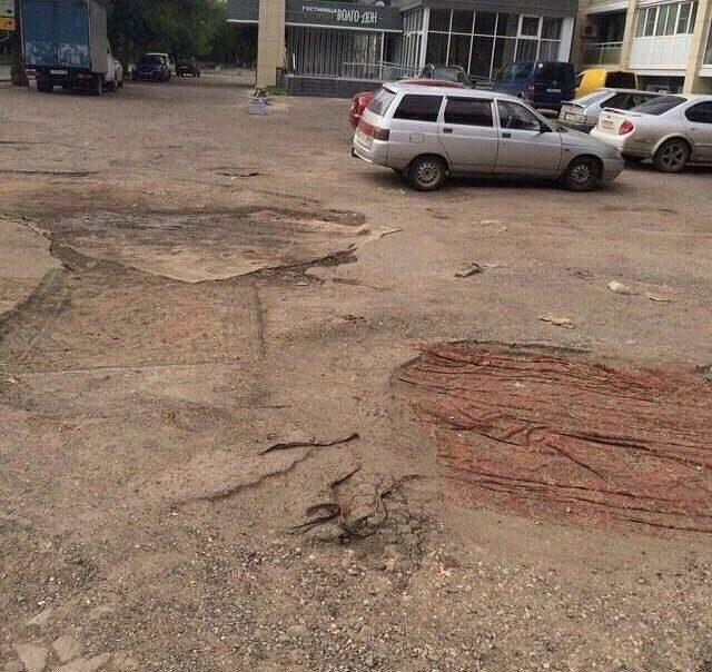 Из чего делают дороги в России: рейтинг самых неожиданных способов ремонта