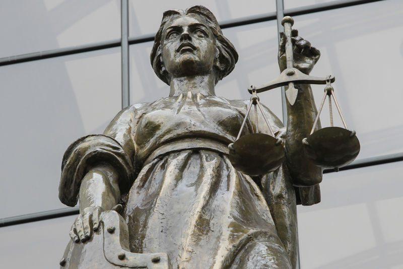 Верховный суд: за обгон по встречке не наказывают