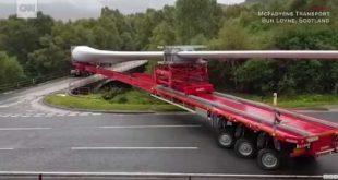 Как развернуться на мосту с 57-метровым грузом? Видео дня