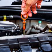 Двигатель «ест» масло: основные причины