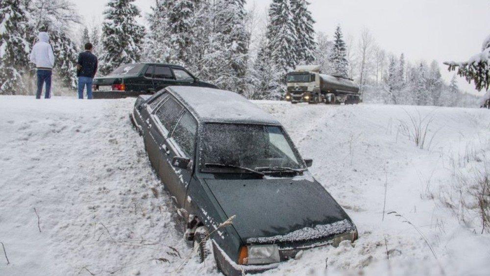 Что нельзя делать с машиной зимой: ошибки водителей
