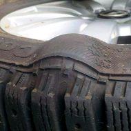 Износ шин: на что указывает стертый протектор?