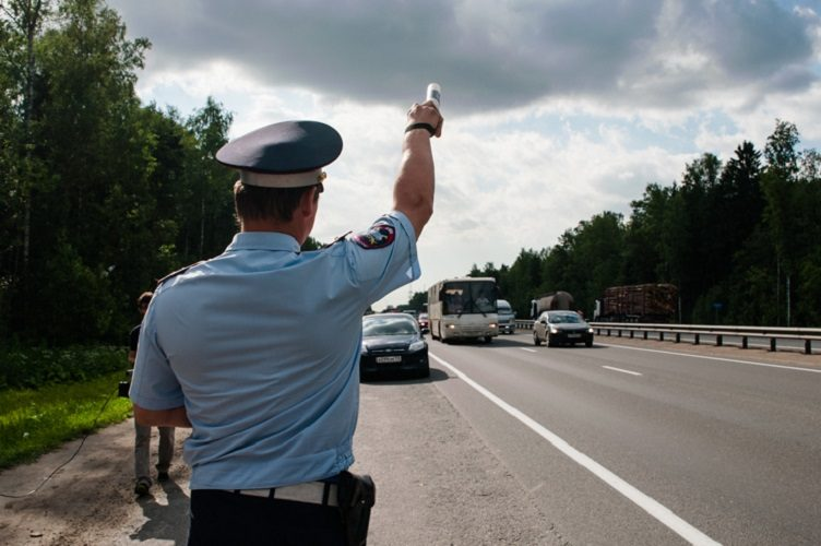 Остановка автомобиля сотрудником ДПС вне стационарного поста законна