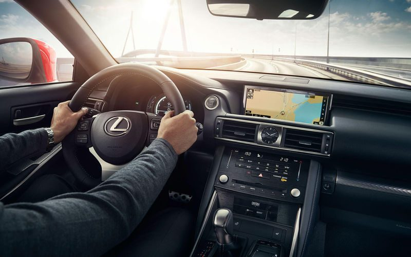 Lexus IS 2018 снова в России