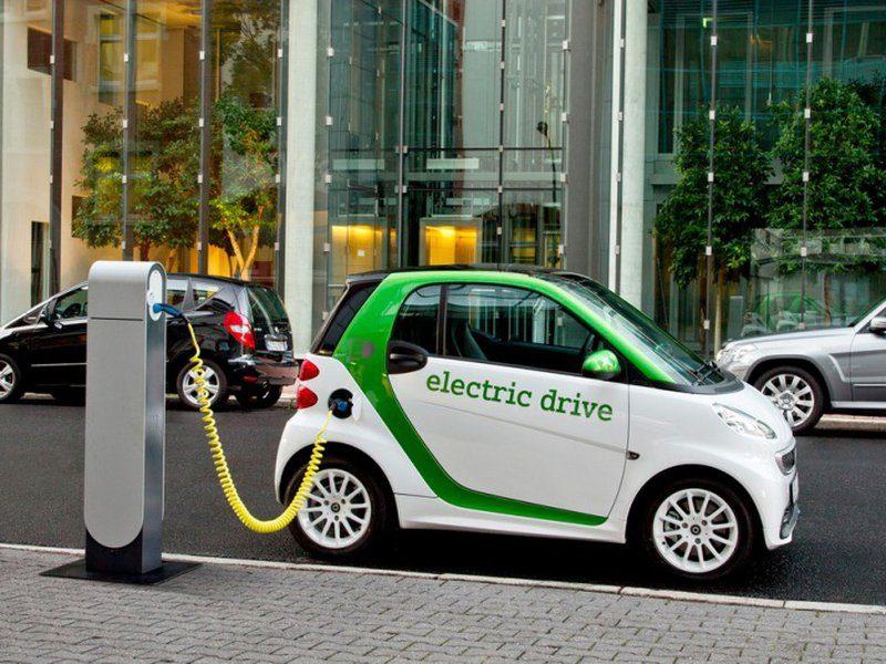 Транспортный налог для владельцев электромобилей отменят