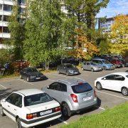 Парковка во дворах жилых домов: как легально застолбить?