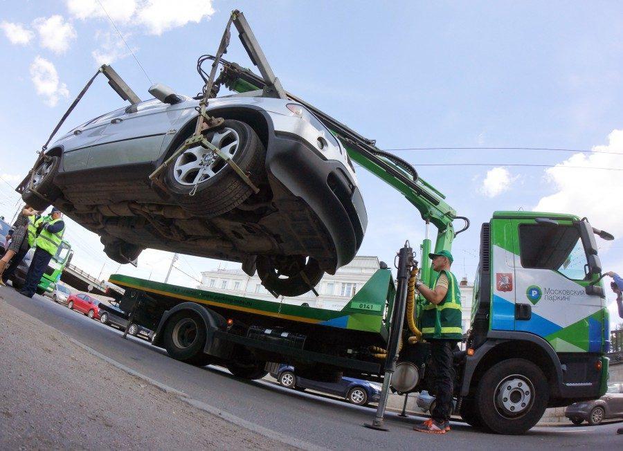 За что могут эвакуировать автомобиль на штрафстоянку?