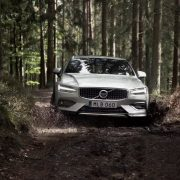 Volvo V60 Cross Country 2019 цена в России