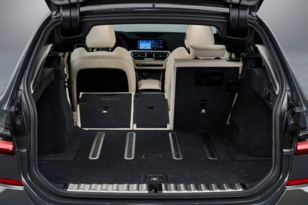BMW-3 Series-Touring-2019-6