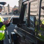 Сотрудники ГИБДД смогут отбирать права прямо на дороге