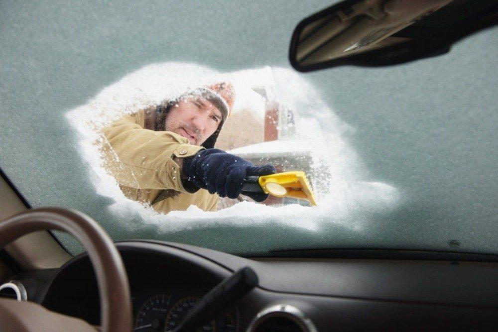 Вещи, которые категорически нельзя оставлять в машине зимой