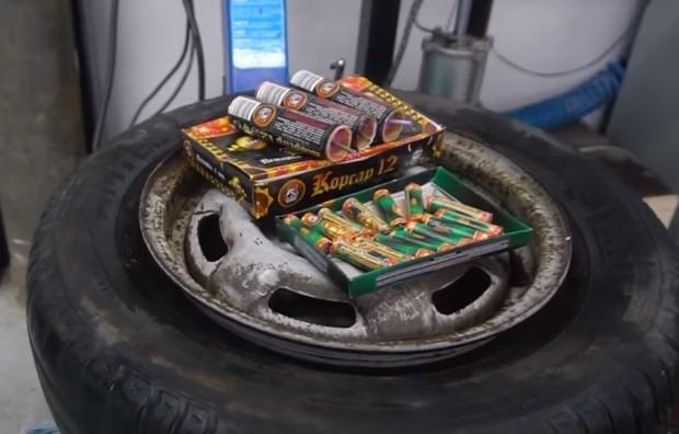 Починить колесо с помощью петарды? Легко! Видео
