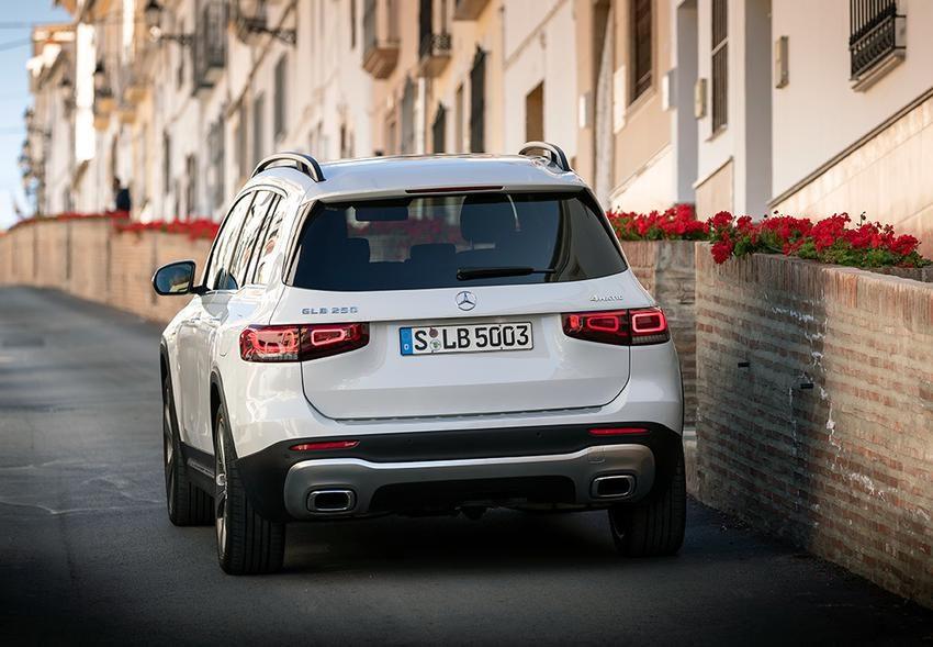 Новый Mercedes GLB: комплектации и цены в России