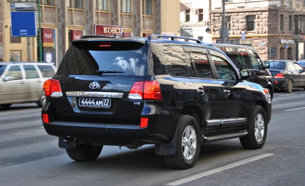 Купил машину с черными номерами: можно ли их сохранить?