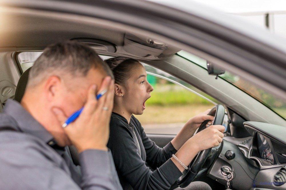 Украинцам придется повторно сдавать экзамены по вождению