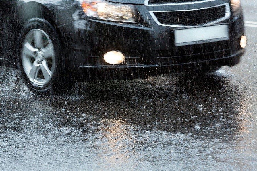 Как правильно и безопасно ездить в дождь