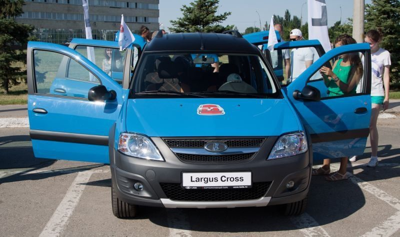 АвтоВАЗ показа Lada Largus Cross Black Edition