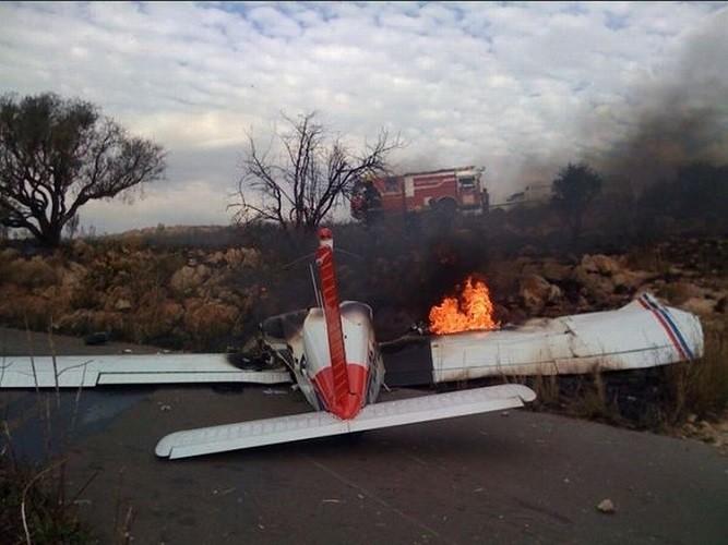 Как в Голливуде: на шоссе упал легкий самолет