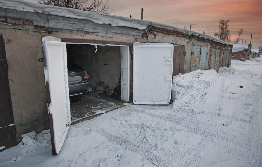 Простой способ растопить снег со льдом и расчистить дорожку перед гаражом